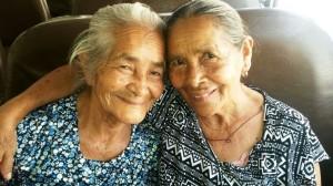 abuelita y tia cata
