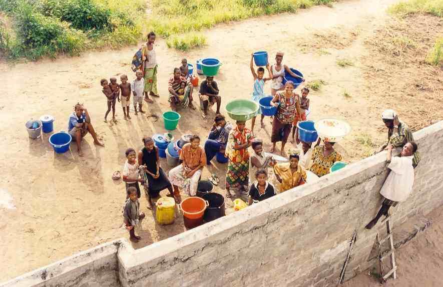 distribucion-de-agua-en-kinshasa.jpg