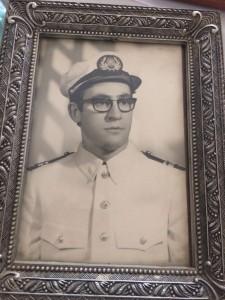 Teo en sus años de oficial de la Marina Mercante
